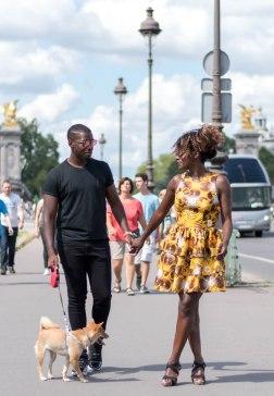 robe jaune au contraire de la mode